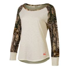 Realtree Girl Raglan LongSleeve Shirt is the perfect blend of Camo and Cute. The Realtree Girl Logo is Accented on the Back Shoulder Blade and right above the Front Hem Line. This Shirt Features Realt