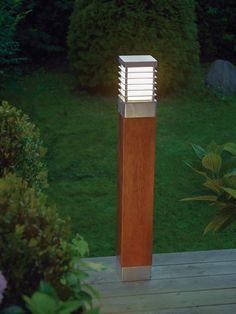 Flott pullert til hage eller brygge, se våre pullert utelys her https://www.lunelamper.no/produkt/lamper/utebelysning-utelamper/pullert-stolpelamper-ute-1/scandinavian-wood-halmstad-2-design-e27-h-85-ip65 #pullert #hage #design #hjem #garden