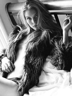 Pictures Of Jordans, Stunning Women, Black And White Pictures, Artistic Photography, Beauty Women, The Dreamers, Beautiful People, Glamour, Long Hair Styles
