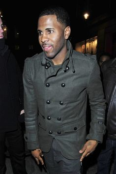Jason DeRulo is looking fresh for the Winter in this peacoat. 2983760a796