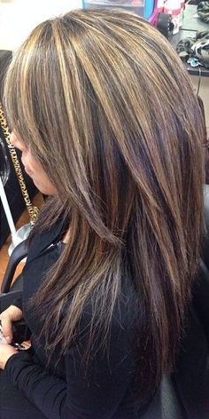 Ideas hair color highlights for brunettes low lights beauty products Hair Color Highlights, Carmel Highlights, Chunky Highlights, Low Lights And Highlights, Dark Brown Hair With Blonde Highlights, Hair Color And Cut, Brunette Hair, Great Hair, Looks Cool