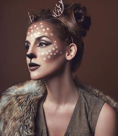 Are you looking for ideas for your Halloween make-up? Browse around this site for creepy Halloween makeup looks. Easy Halloween Makeup, Visage Halloween, Maquillage Halloween Simple, Halloween Makeup Looks, Couple Halloween Costumes, Halloween Ideas, Deer Costume For Kids, Creepy Halloween, Christmas Costumes