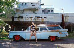 "Scarlett Martini for the ""Girls & legendary US-Cars"" 2016 calendar by SWAY Books. / Pic & retouch: www.carloskella.de / Model: Burlesque-Perormer Scarlett Martini / Car: Ford Ranch Wagon, 1959 Thanks to Performance 1 / Published by SWAY Books / www.sway-books.de"