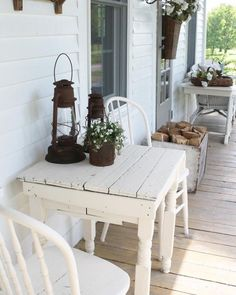 Check out this #farmhouse porch decor idea with #rustic white wood furniture. Love it! #HomeDecorIdeas @istandarddesign