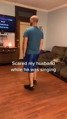 Nice voice man Super Funny Videos, Funny Video Memes, Crazy Funny Memes, Funny Short Videos, Really Funny Memes, Stupid Funny Memes, Funny Laugh, Funny Relatable Memes, Hilarious
