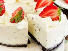 Rich n' Creamy Oreo Cheesecake - The Baking Bit Oreo Dessert Recipes, Easy Cake Recipes, Dessert Bars, Baking Recipes, Delicious Desserts, Yummy Food, Oreo Torta, Oreo Cake, Caramel Apple Cheesecake Bars