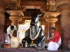 Pattadakal, India: Nandi statue