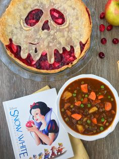 Snow White Movie Night – A Magical Kingdom Called Home – Family Movies Miracle Disney Themed Food, Disney Inspired Food, Disney Food, Night Food, Night Snacks, Snow White Movie, Comida Disney, Disney Dishes, Dinner Themes
