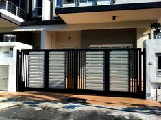 Elite Gates has contemporary 2 style automatic trackless and folding gates, chose the best one for you and also customize as per your taste. Modern Front Gate Design, Latest Gate Design, Iron Main Gate Design, Home Gate Design, Gate Wall Design, Grill Gate Design, Gate Designs Modern, House Main Gates Design, Modern Exterior House Designs