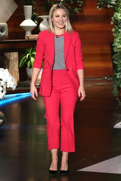 in a watermelon-pink pantsuit, striped shirt and black pumps while appearing on The Ellen DeGeneres Show. Casual Tops, Casual Chic, Business Fashion, Business Casual, Red Suit, Kristen Bell, Night Looks, Red Carpet Looks, Red Carpet Fashion