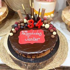 Esta tarta es nuestra newyork cheesecake acabada y customizada con chocolate fruta y mas chocolates #celebrandolavida #belloybueno #somoselpostre