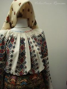 The Romanian Traditional Costume Museum -for embroidered gores Folk Costume, Costumes, Folk Embroidery, Embroidery Patterns, Peasant Blouse, Ethnic Fashion, Traditional Dresses, Traveling By Yourself, How To Wear