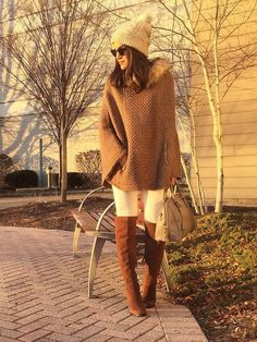 Jeans: TopShop /Poncho: Style&Co (at Macys) / Sunglasses: Ray Ban / Purse: Prada / Boots: Pour La Victorie / Beanie: Urban Outfitters New York Winter Fashion, Autumn Winter Fashion, Stylish Winter Outfits, Fall Outfits, Fashion Moda, Teen Fashion, Casual Fall, Casual Chic, Urban Outfitters