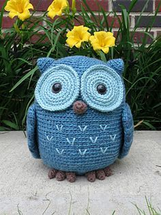 Crochet a big tubby Owl that is oh so huggable! Koko is a cuddly owl measuring about 9 inches tall (and very round!) when made with worsted weight yarn.