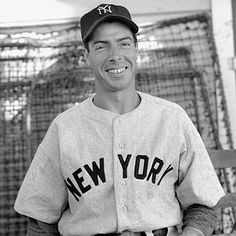 """Right Before They Died, They Had One Last Thing to Say… – Page 5 – viralpiranha. Joe DiMaggio Like a line out of a Hollywood romance movie, DiMaggio said, """"I'll finally get to see Marilyn."""" Marilyn Monroe had died previously, and was his first wife. Nationals Baseball, Sports Baseball, Baseball Players, Mlb Players, Baseball Stuff, Baseball Cards, Joe Dimaggio, Equipo Milwaukee Brewers, Good Nicknames"""