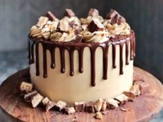 Snickers Candy Bar Cake - Layers of chocolate cake baked on shortbread cookie crust, filled with peanut butter nougat and salted caramel and topped with peanut butter frosting. Homemade Birthday Cakes, Cool Birthday Cakes, Homemade Cakes, Birthday Candy, 14th Birthday Cakes, 25 Birthday, Chocolate Peanut Butter, Chocolate Cake, Chocolate Drip