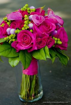 gorgeous bouquet arrangement in shades of hot pink and fuchsia | greengardenblog.comgreengardenblog.com