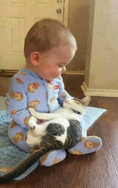 Adorable Pictures of Babies Chilling with their Kitties