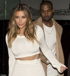 Kim : gold eyeshadow and soft pink lip