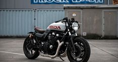 Honda 'Orphorce One' by Mad Maks Custom Shop Honda Cb750, Motos Honda, Honda Motorcycles, Custom Motorcycles, Cb750 Cafe Racer, Cafe Racer Build, Cafe Racer Motorcycle, Cafe Racers, Motorcycle Girls
