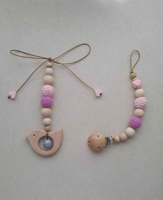 Set Maxi Cosi Kette / Babyschalenanhänger  #MaxiCosiKette #Babyschalenanhänger #Kinderwagenkette #kinderwagenkettemitglöckchen #schnullerkettehäckel Washer Necklace, Beaded Necklace, Baby Daddy, Teething, Etsy, Jewelry, Kids Wagon, Handcrafted Gifts, Kidsroom