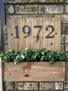 House Number Plates, House Numbers, Wood Planter Box, Wooden Planters, Wooden Projects, Wood Crafts, Diy Projects, Porch Number, Wooden Flower Boxes