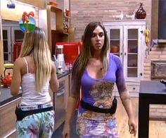 Eitaaa! kkkk Nicole Bahls e Viviane Araujo trocam fortes xingamentos - A Fazenda - Rede Record