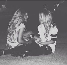 There's no one like your BFF! Check out these BFF pictures & bestie poses ideas Bff Pics, Photos Bff, Bff Pictures, Friend Photos, Night Pictures, Best Friend Pictures Tumblr, Tumblr Summer Pictures, Friendship Pictures, Best Friend Fotos