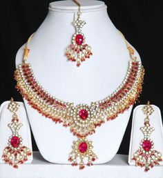 Google Image Result for http://jewelry-21.com/wp-content/uploads/2012/06/Indian_jewelry.jpg