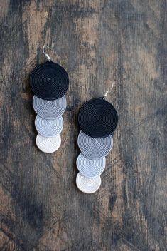 Paper Quilling Earrings, Diy Clay Earrings, Fabric Earrings, Fabric Jewelry, Polymer Clay Jewelry, Crochet Jewelry Patterns, Crochet Accessories, Handmade Beaded Jewelry, Handmade Jewelry Designs