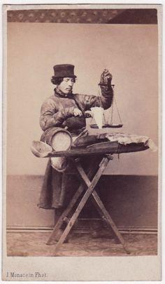 """В течение 1860-х несколько фотографов работавших в Москве и Санкт-Петербурге выпустили серию визитных карточек под названием """"Русские типы"""". Эти замечательные…"""