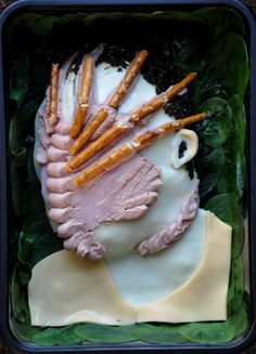 PR Projects | Sarah Hardy -  Sega-Alien-Facehugger Commissioned by SEGA to promote Aliens Colonial Marines computer game. A hundred percent edible and possibly even pretty nutritious if you think about the combination of paté, seaweed, cheese, lentils, spinach and breadsticks. Aliens Colonial Marines, Bento Box, Gaming Computer, Lentils, Food Art, Seaweed, Stunts, Spinach, Cheese