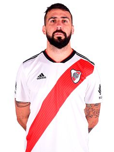 Lucas Pratto Football Players, Carp, Mens Tops, Sport, Football Images, Soccer Players, Champs, Sports, Football Soccer