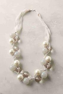 Halskette oder Armband mit dickeren Perlen in Dreiergruppen