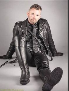 Great example of The Breeches and Leather Uniform Fan Club (BLUF) Chicago dress code. Wear your leather and join us at our next strict dress code social: Saturday each month at Touché. More info. Mens Leather Pants, Leather Boots, Black Leather, Leather Jackets, Mens Heeled Boots, Men Boots, Men In Heels, Leather Fashion, Sexy