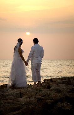 Wedding at Sea, Boda en la playa,   Este es uno mas de los eventos que cubrieron los fotógrafos de Agustin Bedoya, una gran pareja, un gran evento… www.agustinbedoya.com Fotografos de Bodas en Medellín-Colombia