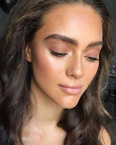 Light natural makeup - Make Up Glossy Makeup, Skin Makeup, Eyeshadow Makeup, Dewy Makeup Look, Dead Makeup, Makeup Eyebrows, Brown Makeup, Glitter Makeup, Glitter Eyeshadow