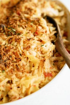 This French onion chicken noodle casserole is one of the most unique and delicious casseroles you'll ever have. Recipe Using Chicken Breasts, Chicken Noodle Casserole, Chicken Pasta, French Onion Chicken, Easy Chicken Recipes, Simple Recipes, Yummy Recipes, Yummy Food, Casserole Recipes