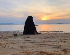 Image may contain: one or more people, ocean, sky, outdoor, nature and water Hijab Niqab, Muslim Hijab, Hijab Chic, Muslimah Wedding Dress, Wedding Hijab, Dress Wedding, Hijabi Girl, Girl Hijab, Most Beautiful Dresses