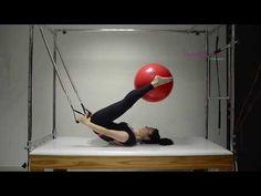 Roll Over adaptado no Cadillac com a Bola de Pilates - Pilates de A a Z - YouTube