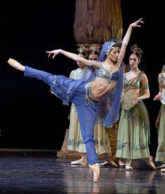 Maria Żuk inLa Bayadère. Photo (c) Ewa Krasucka/Polish National Ballet.