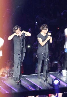 Too much in one photo Louis tomlinson & Harry Styles Larry Stylinson, One Direction Pictures, One Direction Harry, Style Zayn Malik, Larry Shippers, Louis And Harry, Louis Williams, 1d And 5sos, Harry Edward Styles