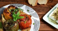 Greek stuffed vegetables with rice and ground meat by Greek chef Akis Petretzikis. A very popular, dleicious, traditional Greek recipe for stuffed vegetables! Gemista Recipe, Ground Meat Recipes, Roasted Vegetables, Greek Recipes, Food And Drink, Easy Meals, Favorite Recipes, Yummy Food, Stuffed Peppers