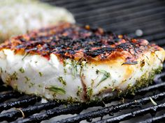Tips and tricks for grilling skinless fish fillets and steaks, plus an easy recipe for grilled halibut #recipe #grilling
