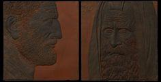 """Парный авторский рельеф """"Адриан и Акива"""". Скульптура создана под впечатлением  от книги Л.А. Мациха – """"Скачущий на льве"""". Император Адриан – создал пантеон всех богов в Риме, построил храм Зевса Олимпийского в Афинах. Акива -  величайший мудрец еврейского народа. Пройдя путь от пастуха до величайшего учителя, будучи членом Сангедрина в Явне, знал 70 языков. Авторская скульптура Ивана Коржева – это размышление о противостоянии наций, о корнях этих противостояний, об их истории и судьбе."""