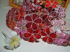 Flores de tecido e arame - Passo a passo Site: http://craftaholic-carinecale.blogspot.com.br/2011/02/flores-de-tecido-e-arame-passo-passo.html
