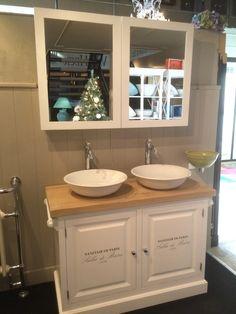 Waschtisch Weiß Mit Eine Naturholz Platte. Die Bademöbel Bei Richhome Ist  Auf Waschtische Und