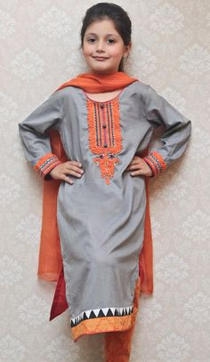 Top Quality Pakistani Attractive Casual Dresses for Girls LifeStyle in reasonable prices - Order now with custom size tailoring option and worldwide shipment service. Girls Casual Dresses, Dresses Kids Girl, Little Girl Outfits, Modest Outfits, Baby Dresses, Ladies Kurti Design, Kurta Style, Boys Clothes Style, Mother Daughter Outfits