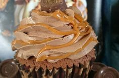 Rolo Cupcake | This is a very easy bake, so why not give your chocolate cupcake a rolo make-over @irishbakingadv