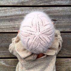 #babylacehat #blondehue #høststrikk #knittingforolive